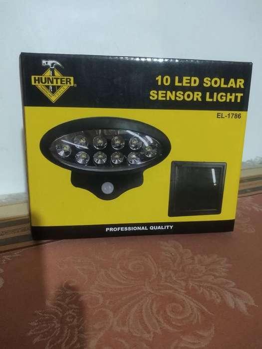 Lámpara Solar Led con Sensor de Movimien