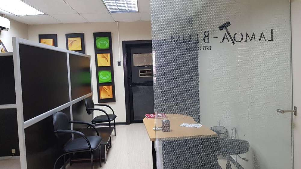 Oficinas en El Centro con Parqueo Finec