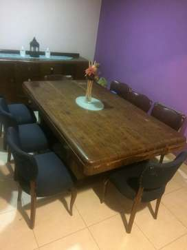 Juego de comedor: sillas, mesa y vajillero de madera