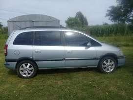 Dueño vende auto para 7 personas