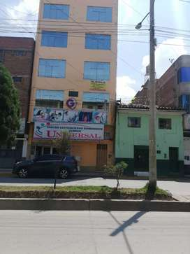 Alquilo local comercial 100 m2 en av. En pleno centro de Huancayo e