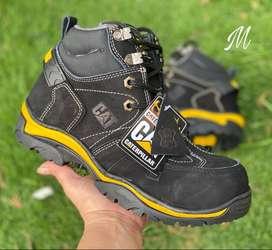 Se venden bellas botas punta de acero originales nuevas  precio 120 mil pesos