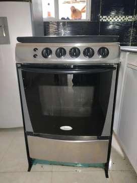 Vendo cocina Whirlpool con horno encendido eléctrico y campana estractora chalenguer