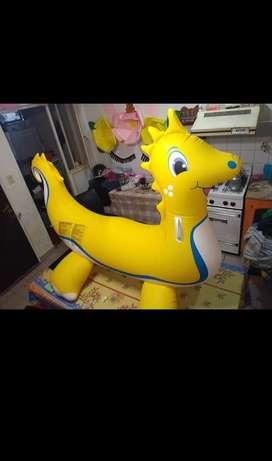 Dinosaurio flotante
