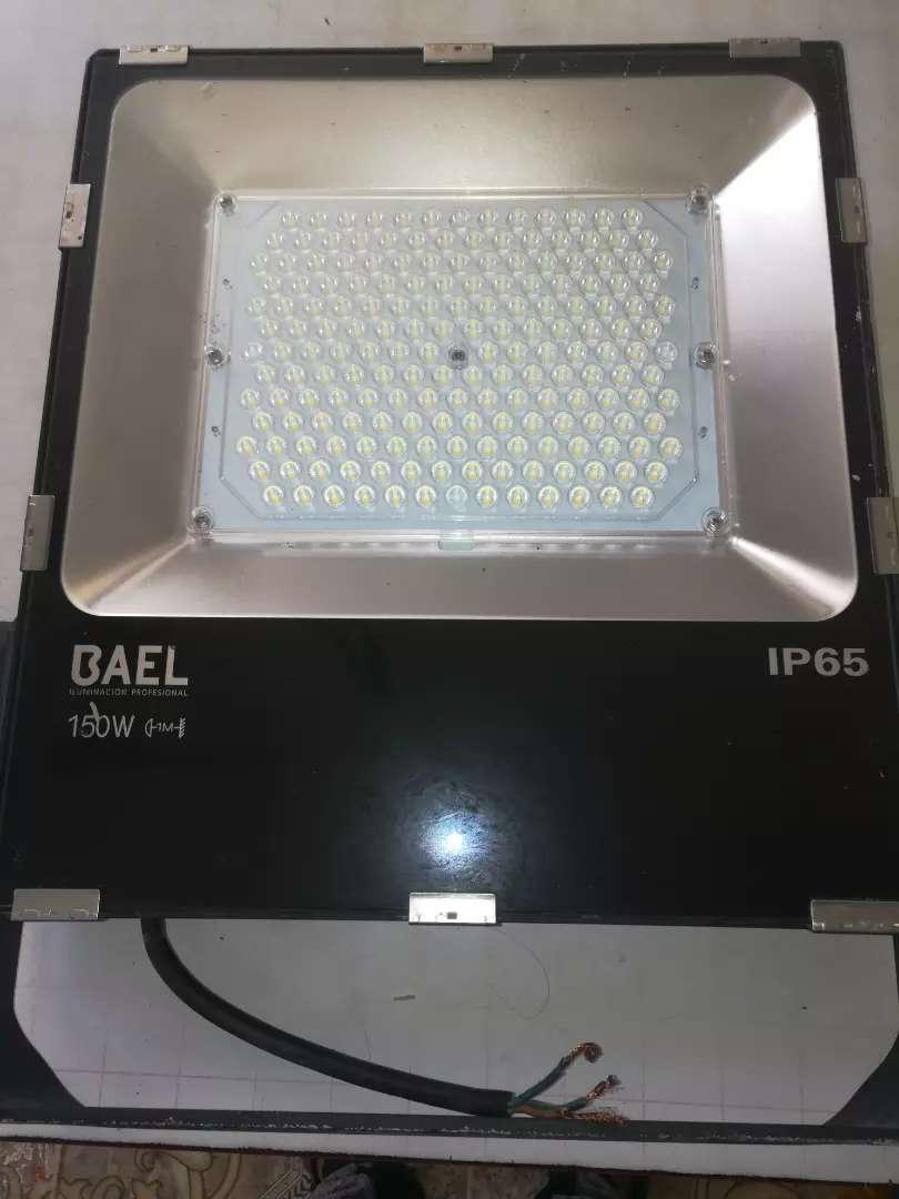 Se vende reflector 1500w 0