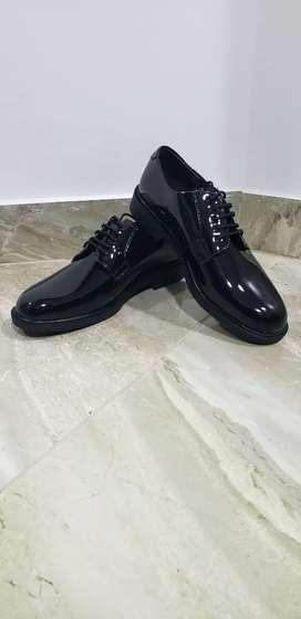 Vendo zapatos de charol
