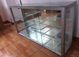 Mostrador de vidrio con aluminio