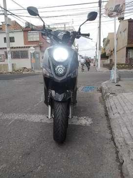 Sym crox 124 cc. Llantas Michelin,luces LED, batería de litio, baúl, filtro de alto flujo, SOAT y RT vigentes