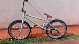 Vendo bici + casco.