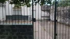 Casa vieja a reciclar o demoler con importante terreno APTO PROCREAR