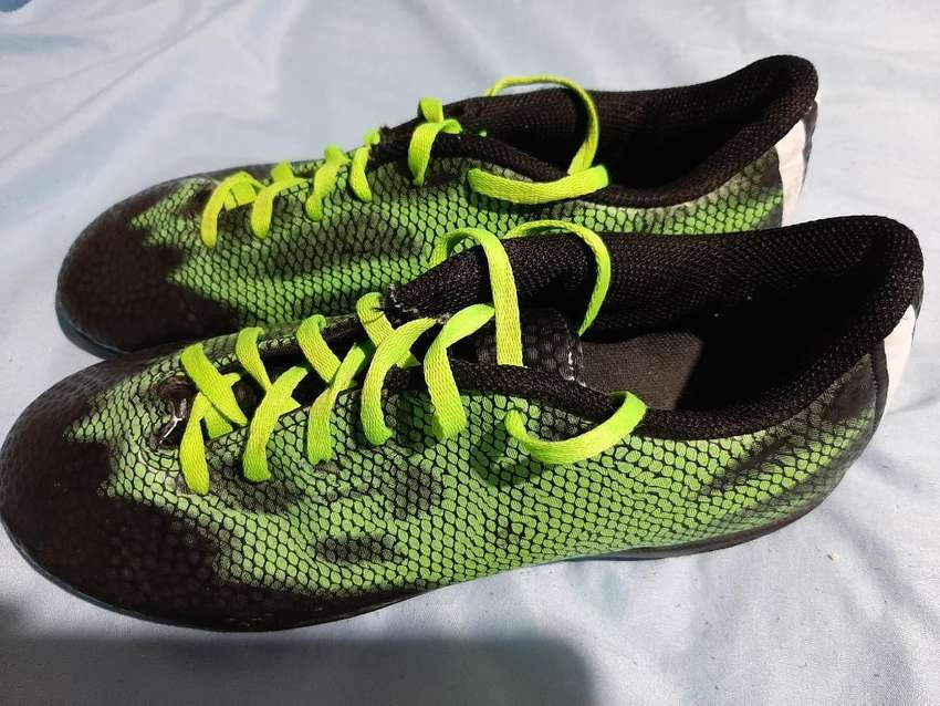 Botin Adidas Fútbol 5 0