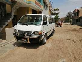 Vendo combi Toyota 2L año 2001 buen conservada y muy buen estado y papeles al día llamar al