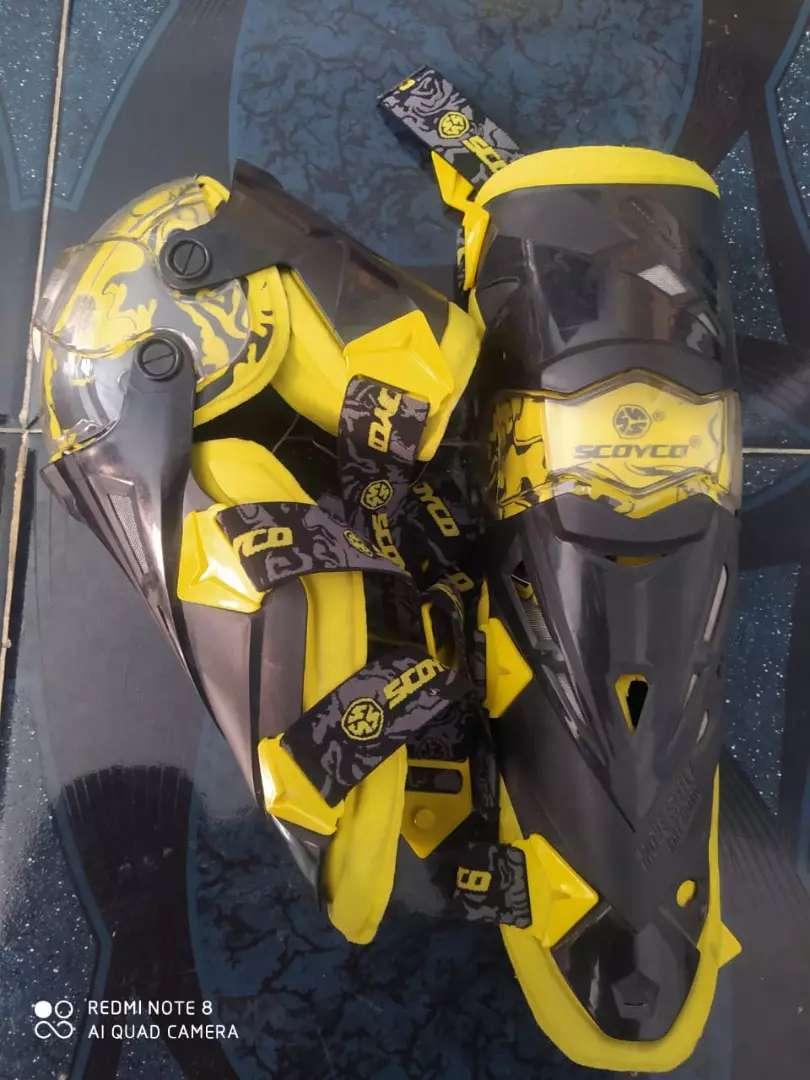 Rodilleras para moto marca scoyco