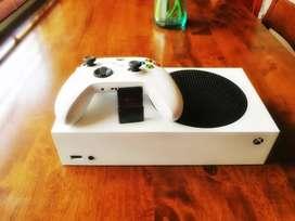 Vendo Xbox Series S + Game Drive de 1T Oficial