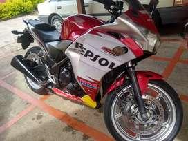 Vendo, cambio o permuto Honda CBR 250R