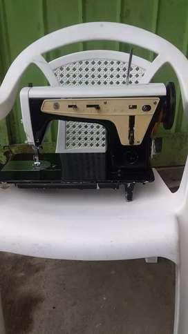 Vendo maquina de coser marca Singer en perfecto estado