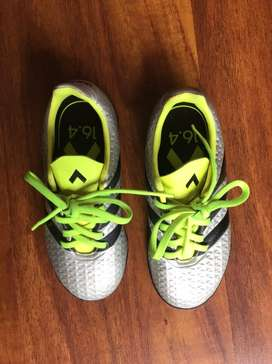 Guayos torretin Adidas para niño