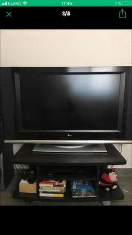 Televisor de 49 mas mesa de tv ,mas un equipo