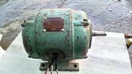 Motor Trifacico 2 Caballos Fuerza Liquidó