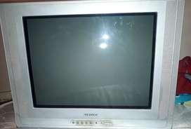Televisor convencional en buen estado, imagen intacta