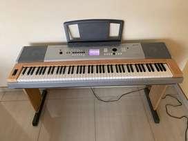 piano teclado YAMAHA DGX 630