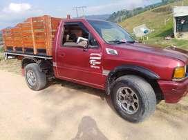 se vende camioneta de estacas