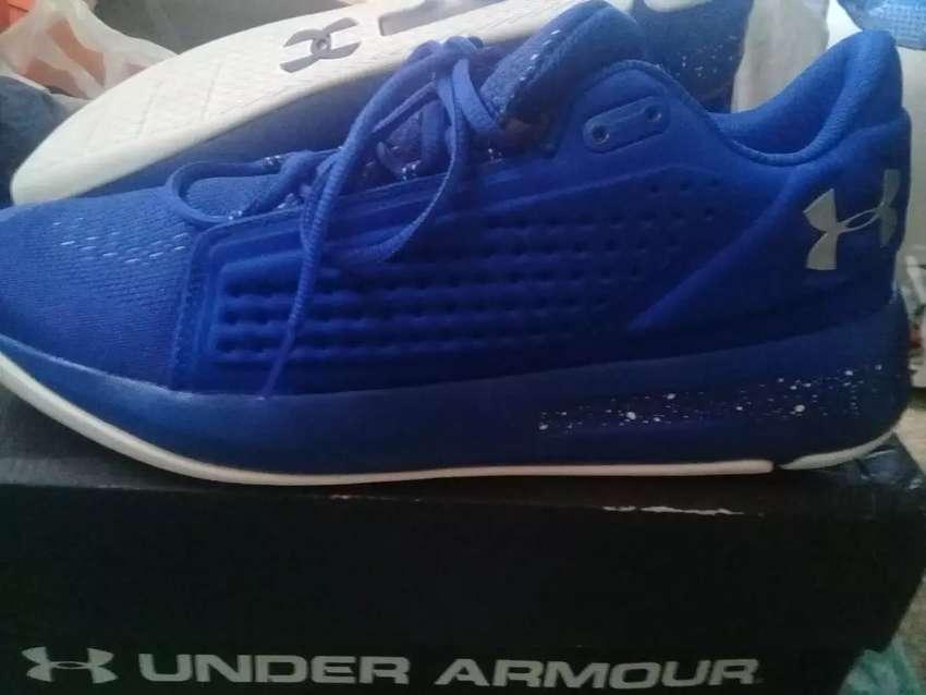 Zapatos Originales de Basketball Under Armour. 0