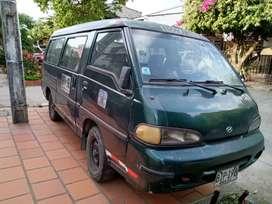 Vendo Carro hyundai H 100 escolar para repuesto.
