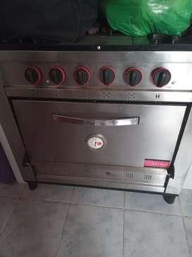 Vendo cocina industrial de 5 hornallas como nueva