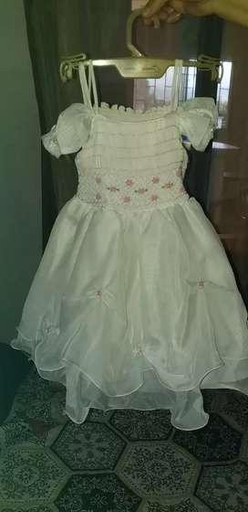 Vestido de bautizo de segunda en buen estado, niña de un año