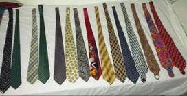 Muchas Corbatas De Diferentes Precios Y Muy Finas