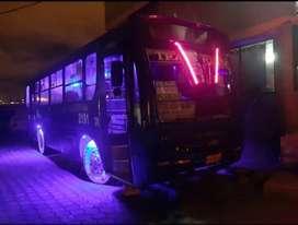 Vendo bus con puesto año 2004