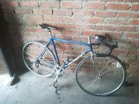 Se vende bicicleta de carreras rin 700 buen estado