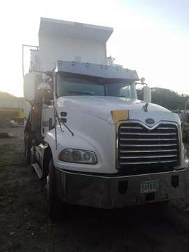 Se vende Mack  negociable