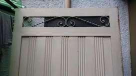 ala de puerta metalica grande en buen estado en color blanco