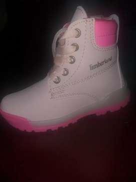 Vendo botines rosados para niña negociable