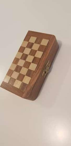 Mini tablero de ajedrez pleglable de madera con piezas de madera