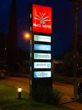 Subalquilo impecable consultorio médico equipado, en importante zona de Yerba Buena.