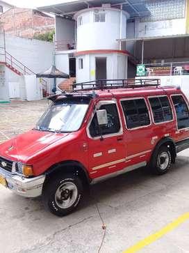 Luv 2300 microbus