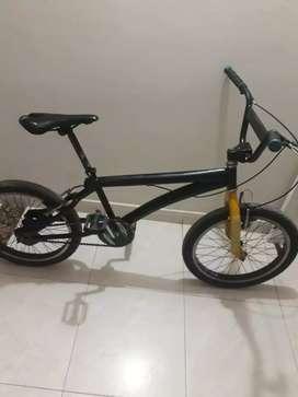 Bicicleta marca GT,  rin #20