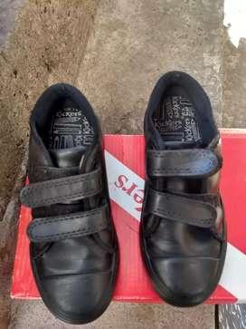 Zapatillas de cuero negro kikers