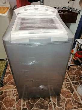 Vendo lavadora centrales de 24 libras digital
