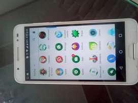 Dos celulares un Alcatel y un Motorola 4gel Motorola d dos sin.