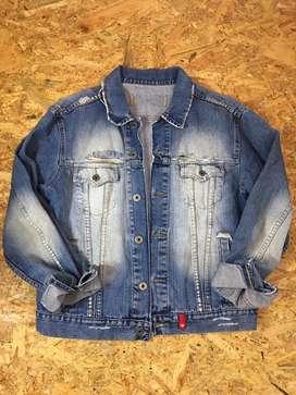 Vendo chaqueta de jean marca KOSIUKO