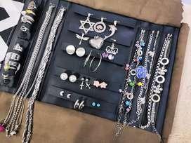Paño con joyas de acero
