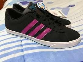 Zapatillas Adidas Nuevas Talla 40 + envío gratis