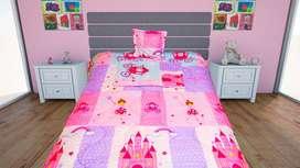 Cubrelecho Infantil Diseño de Princesas Doble faz 100 x 190 Marca Textiless