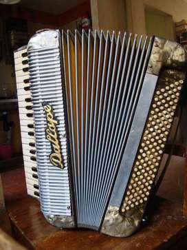 Acordeón a piano italiano, 120 bajos Marca Dallapè