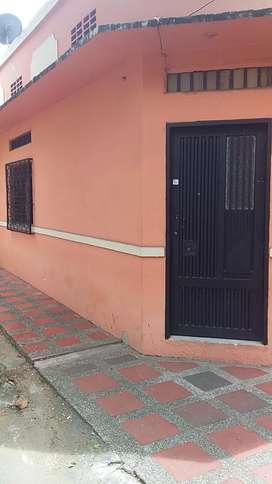 Arriendo Casa esquinera con garaje