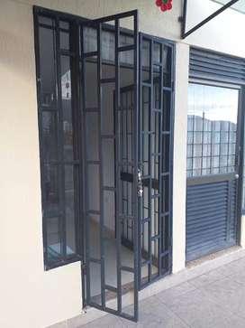 Vendo puerta de proteccion